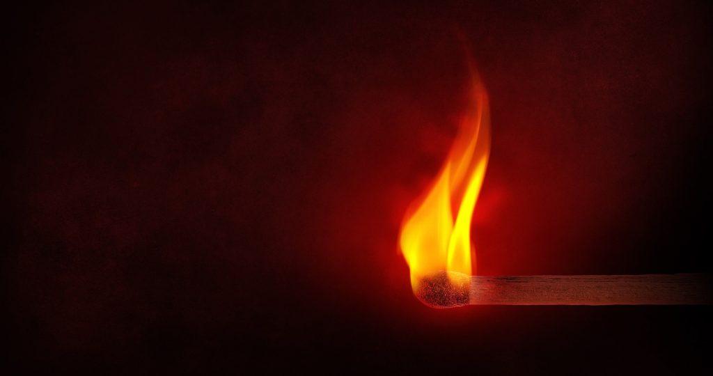 Kaminöfen und Brandschutz – Das sollten Sie bei der Anschaffung eines Kamins beachten
